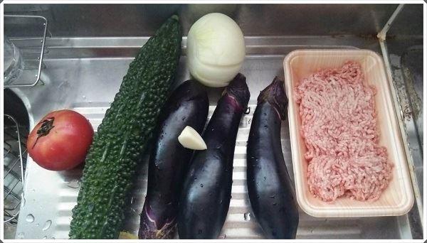 圧力鍋で作る豚ミンチとゴーヤのあっさり夏野菜カレーレシピ
