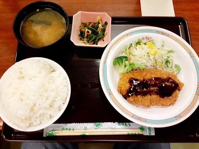 とんかつ定食(500円)
