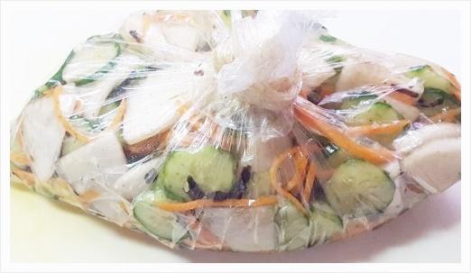 塩昆布で作るきゅうり・大根・人参の即席浅漬け【調味料いらず】