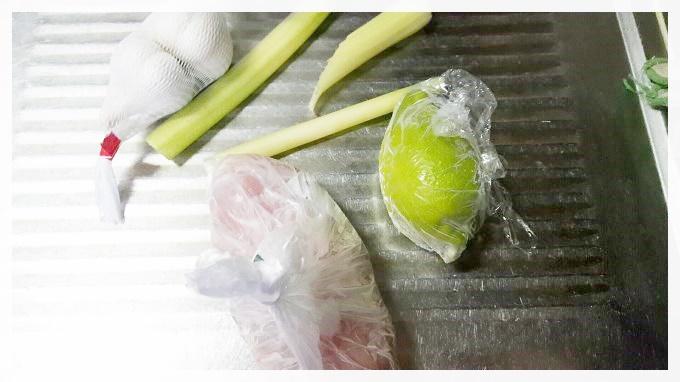 鶏肉とセロリのにんにく塩レモン炒め~皮ごと食べて栄養価アップ!